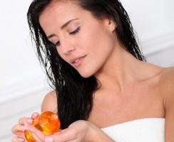 Všetko čo musíte vedieť o olejovej kúre na vlasy (FAQ)